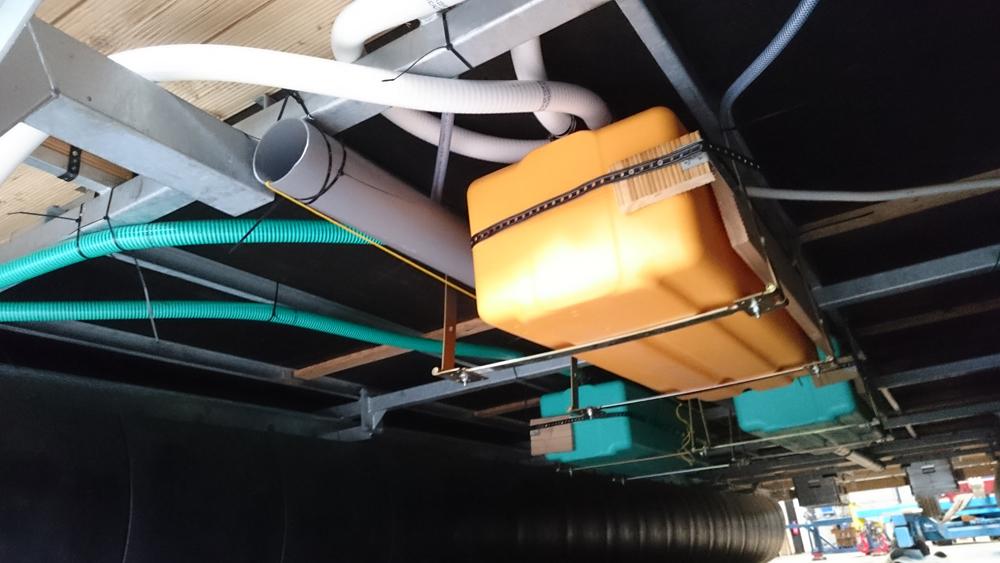 Wasser und Abwasser ist unter Deck fertig installiert